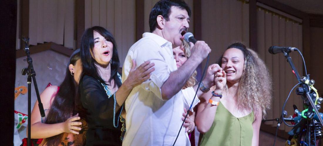 Noory_slider_banquet_singing
